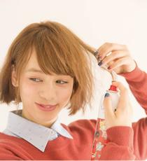 表面の毛をとり、シルエットを広げるように全体にカチカチシューを吹きつける。