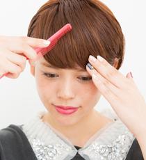 前髪を後ろから横に流して整えたら完成。